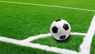 Páteční večer patří fotbalu