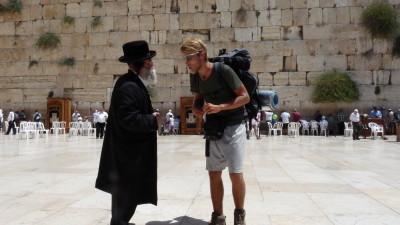 Pěšky do Jeruzaléma: S Ladislavem Ziburou o tom, co vše přináší novodobé poutnictví