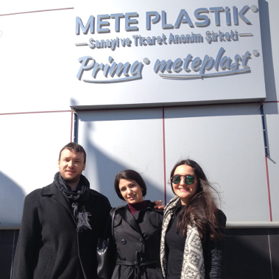 Návštěvu ČeskoTurecko v turecké firmě METE Plastik přivítaly české vlajky