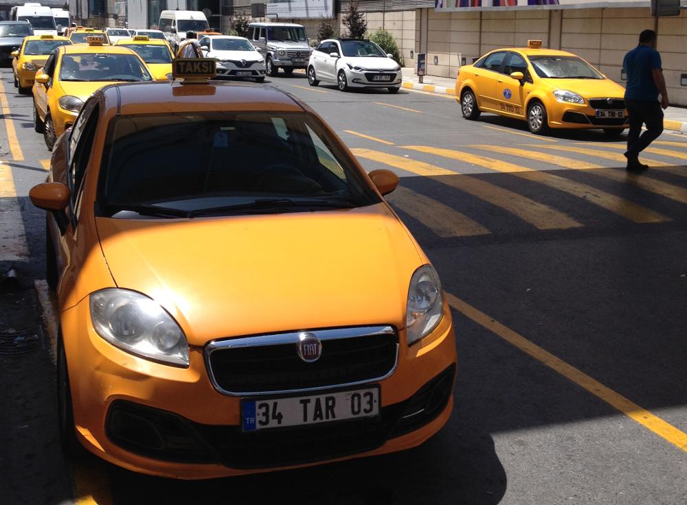 žlutý taxík istanbul