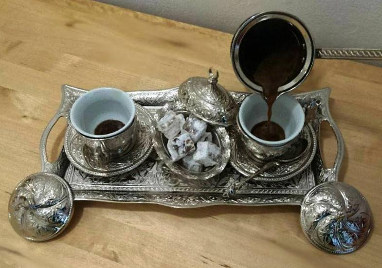 turecká káva servírování