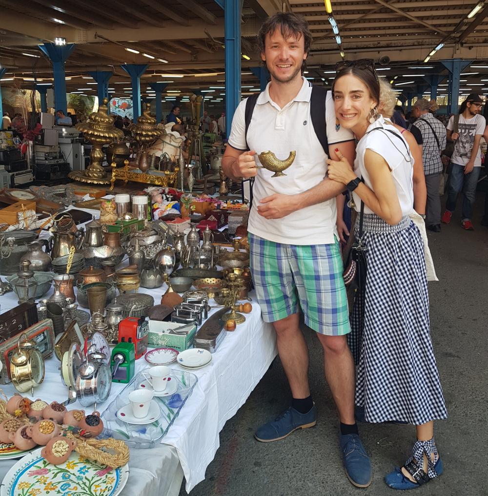Na Feriköy trhu se starožitnostmi najdete jak kousky z Československa, tak Aladinovu lampu