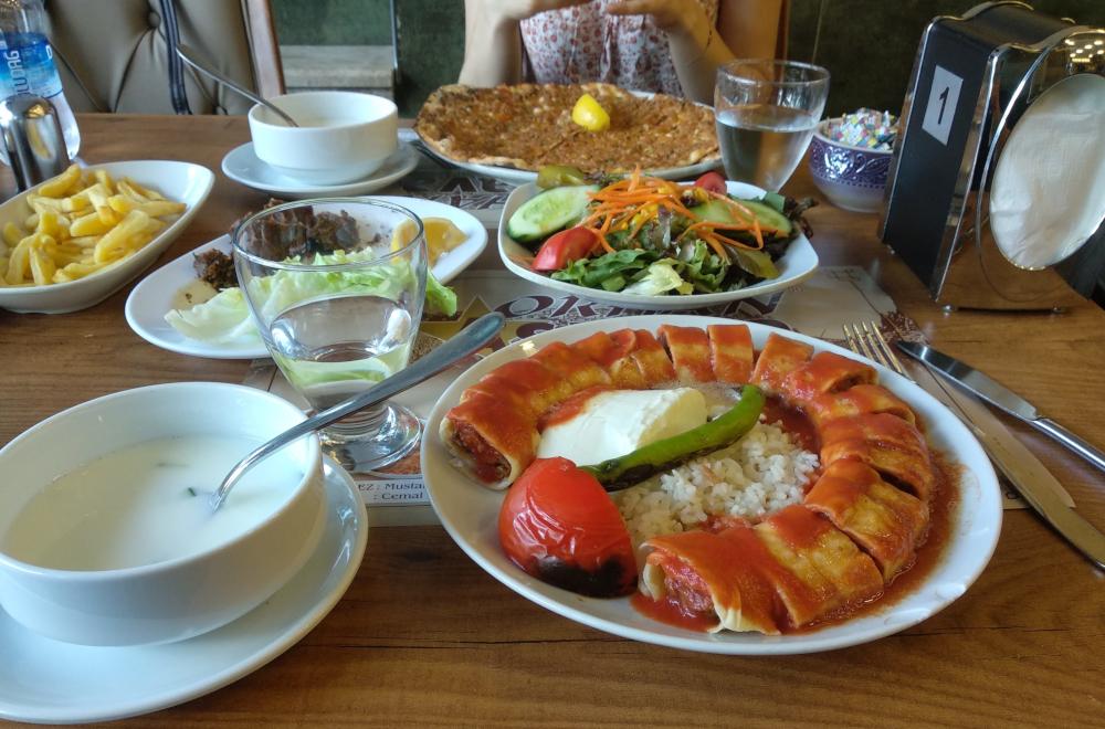 Turecké jídlo v restauraci Aspava, Ankara